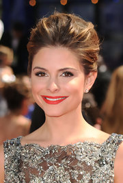Maria Menounos evoked old Hollywood glamour at the Emmy Awards. Her voluminous bun and sultry red lips were the perfect red carpet combo.