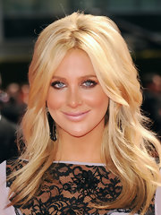 Stephanie Pratt showed off her Center part locks while hitting the red carpet at the Emmy Awards.