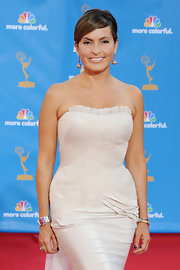 Mariska paired her strapless gown with a    1940s diamond and gold bracelet.