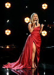 Maren Morris was a vision in a flowing red gown with a high front slit while performing at the 2021 Grammy Awards.