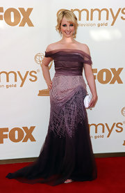 Melissa Rauch shined at the Emmys in an embroidered, amaranth tulle gown. She paired the look with a chic updo and a white clutch.