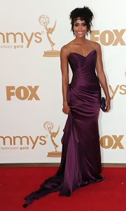 Annie shined in a burgundy strapless silk charmeuse goddess gown made with a draped sweetheart neckline spilling into a couture-shaped fluted skirt.