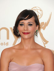 At the 63rd Emmys, Rashida Jones chose to wear her hair in a cool side bun. Her hair was swept to the side and secured with a hair elastic behind her ear. Then sections from the ponytail were twisted, looped and pinned into place.