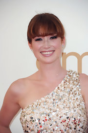 Ellie Kemper wore a fabulous pair of diamond stud earings set in platinum. The elegant jewelry paired perfectly with her sequined gown.