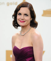 Elizabeth McGovern oozed Old Hollywood glamour at the Emmy Awards with this finger wave hairstyle.
