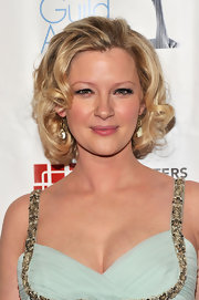 Gretchen Moi looked ultra-glam with short blond curls. Her tresses gave her the ultimate soft touch.