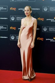 Sienna Miller went for classic glamour in a blush-colored satin evening dress by Galvan during the San Sebastian Film Festival premiere of 'High-Rise.'