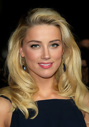 Amber Heard wore her hair in sleek waves and curls at the 64th Annual Directors' Guild of America Awards.
