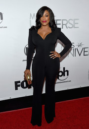 Niecy Nash put on a curvy display in a body-con, sweetheart-neckline jumpsuit by Michael Costello at the Miss Universe Pageant.