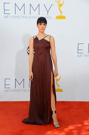 Jena Malone looked like a warrior princess in her gorgeous burgundy gown at the Emmy Awards.