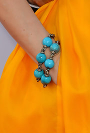 Leslie Mann contrasted her bright yellow gown with this bold turquoise bracelet.
