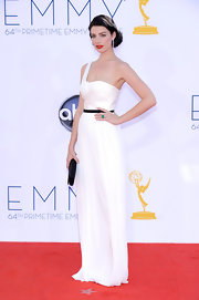 Jessica Pare looked classic in her white gown and red lips at the Emmy Awards.