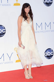 Kristen Wiig looked positively heavenly in this airy white gown at the Emmys.