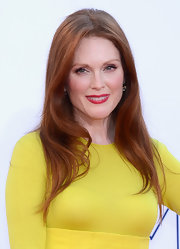 Julianne Moore wore her long copper locks in subtle waves for a soft, romantic look.