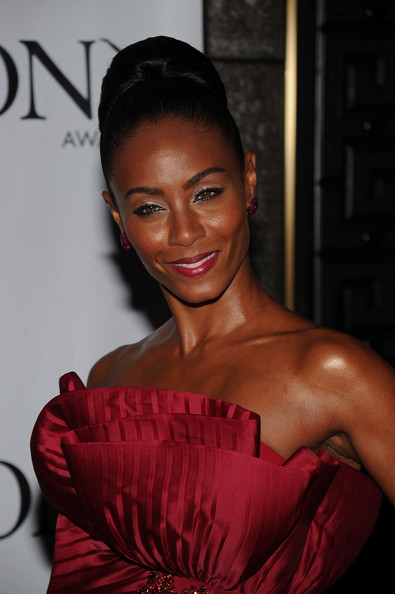 More Pics of Jada Pinkett Smith Diamond Brooch (1 of 22) - Diamond Brooch Lookbook - StyleBistro