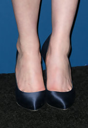 Anne Hathaway stepped out in a pair of black satin Casadei pumps.