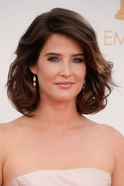 Cobie looked ultra-glamorous with her short tresses in loose, wavy curls.