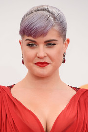 Kelly slicked her purple strands back into an elegant classic bun and side-swept bangs.