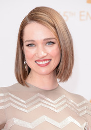 Kristen's straight, side-parted bob perfectly contrasted her dynamic, sparkly dress.