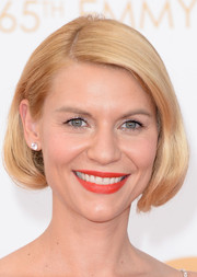 Claire kept her short bob simple and polished with a slight side part.