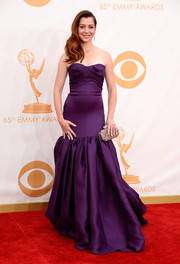 Alyson Hannigan chose a rich royal purple strapless gown for her regal red carpet look.
