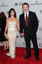 Hilaria Thomas wore her hair in natural curls for the Tony Awards.