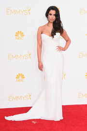 The actress wore a simple yet elegant ivory gown with a subtle train to the 2014 Emmy Awards.