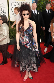Helena Bonham Carter dared to be different at the Golden Globe Awards in one green and one pink satin heel.