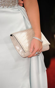 Jennifer Love Hewitt added some sparkle to her red carpet look with an 18-karat white gold diamond bracelet.