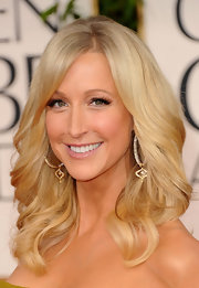 TV personality Lara SPencer added drama to her soft look with bold lashes.