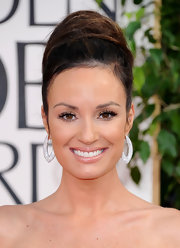 Catt Sadler gave her look a sexy edge with super luscious lashes that made her brown eyes pop.