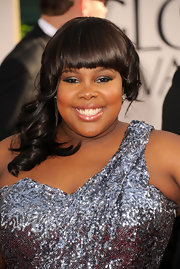 'Glee' actress Amber Riley paired wore polished curls and blunt cut bangs to the 2011 Golden Globe Awards.