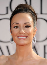E! News correspondent Catt Sadler added a touch of sparkle to her look with oval diamond earrings.