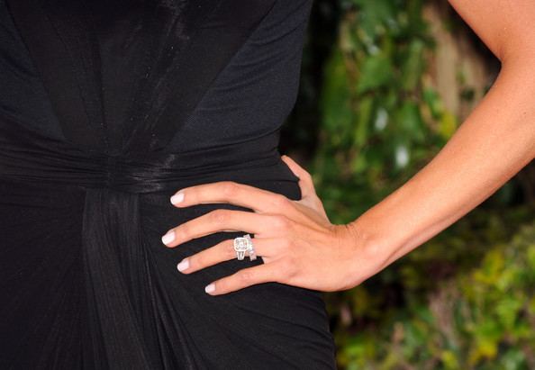 Giuliana shows off her sparkling rock at the Golden Globe Awards.
