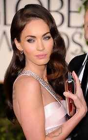 Megan Fox arrived at the 68th Golden Globe Awards with her eyes enhanced by plenty of black eye pencil and lengthy false lashes.