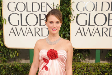 Pregnant Natalie Portman Glows in Viktor & Rolf at the Golden Globes