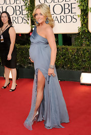 A visibly pregnant Jane Krakowski glowed on the red carpet in a thigh-baring periwinkle Badgley Mischka gown.