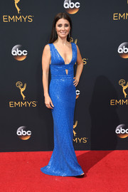 Shiri Appleby was modern-chic at the Emmys in an electric-blue Diane von Furstenberg gown with a plunging neckline and a midriff cutout.