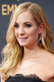 Joanne Froggatt wore her hair down in a glamorous wavy style during the Emmy Awards.