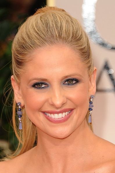 More Pics of Sarah Michelle Gellar Bright Eyeshadow (1 of 17) - Sarah Michelle Gellar Lookbook - StyleBistro