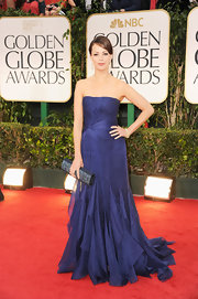 Berenice Bejo wore a lovely violet gown to the Golden Globes.