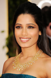 Freida Pinto wore a smoky-eyed look created with deep neutral shades of shadow at the 69th Annual Golden Globe Awards.