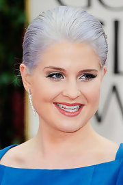 Kelly Osbourne wore a lengthy pair of feathery false lashes and silver metallic eyeshadow at the 69th Annual Golden Globe Awards.