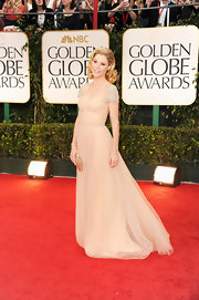 Julie Bowen looked like a princess in a cream evening dress at the Golden Globes.