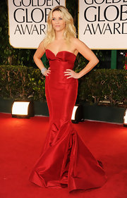 Reese Witherspoon wore a 1920s diamond bracelet in platinum at the 69th Annual Golden Globe Awards.