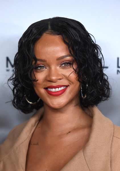 Rihanna sported a wet-look curled-out bob at the Parsons Benefit.