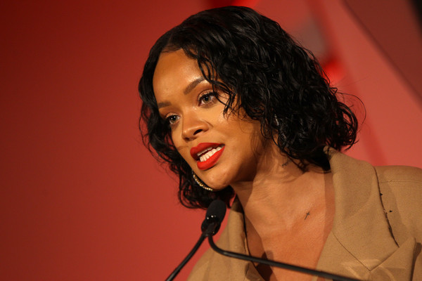 More Pics of Rihanna Curled Out Bob (1 of 88) - Rihanna Lookbook - StyleBistro [hair,singer,chin,microphone,music artist,lip,hairstyle,singing,human,black hair,rihanna,honoree,stage,acceptance remarks,pier 60,new york city,annual parsons benefit]