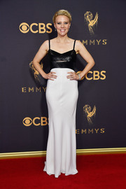Kate McKinnon was minimalist-chic at the 2017 Emmys in a black-and-white Narciso Rodriguez gown with a slashed bodice.