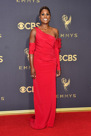 Issa Rae got glam in an asymmetrical red column dress by Vera Wang for the 2017 Emmys.