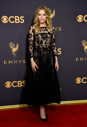 Michelle Pfeiffer was a classic beauty in a black lace overlay dress by Oscar de la Renta at the 2017 Emmys.
